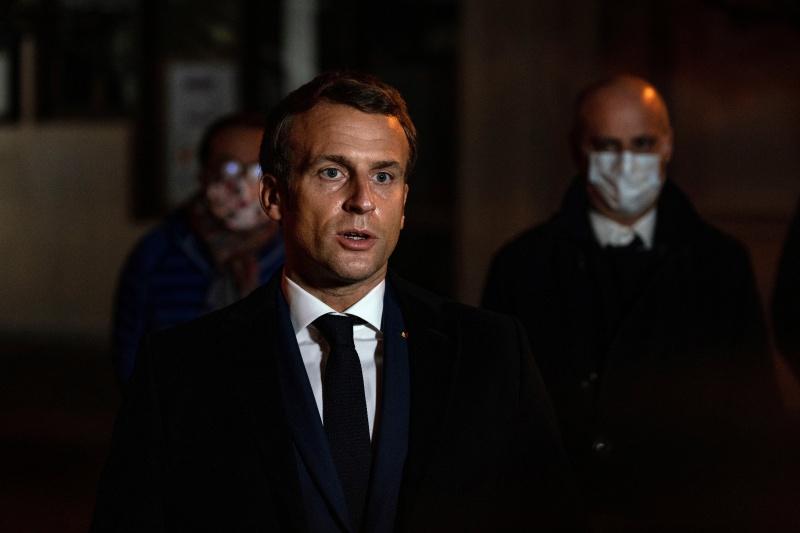 ▲法國總統馬克宏親赴現場關切。(圖/美聯社/達志影像)