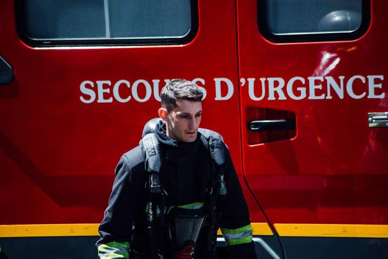 ▲▼皮耶尼內扮演的消防員,為救火全身燒傷,與妻子的關係也陷入危機。(圖/車庫)