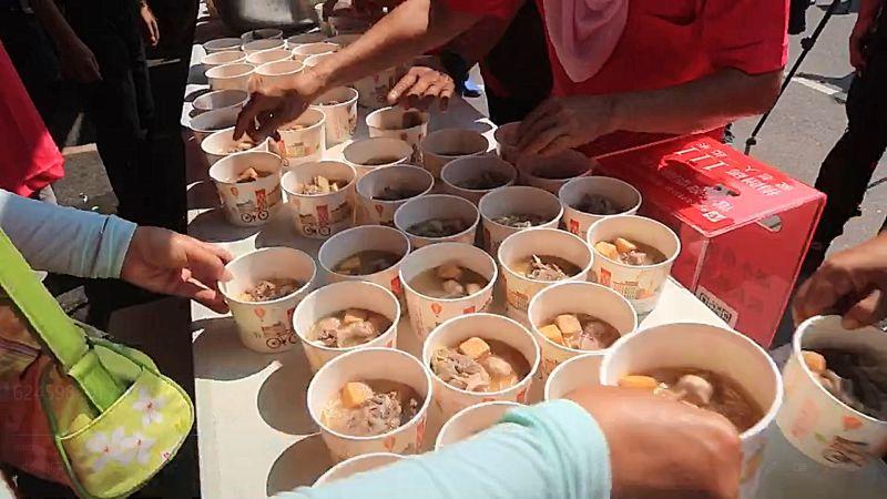▲一碗碗麻油節麻油雞吃免驚。(圖/記者蘇榮泉攝,2020.10.17)