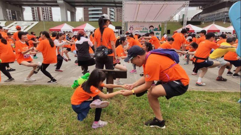 親子與醫護人員一起挑戰 兒童醫療公益路跑溫馨又有趣