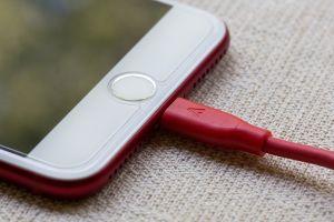 ▲女同事罵「手機充電不能超過80%」。(示意圖/翻攝自《pixabay》 )