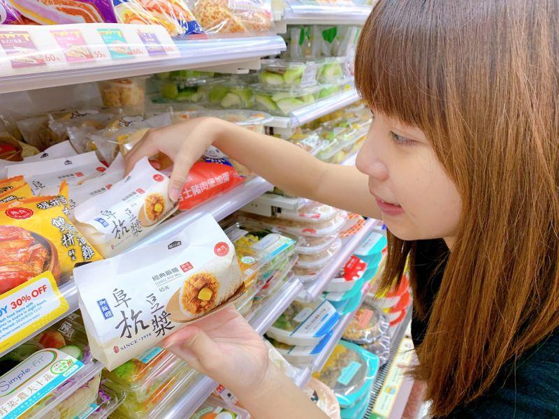 ▲7-ELEVEN攜手早餐名店「阜杭豆漿」,推出經典飯糰。(圖/7-ELEVEN提供)