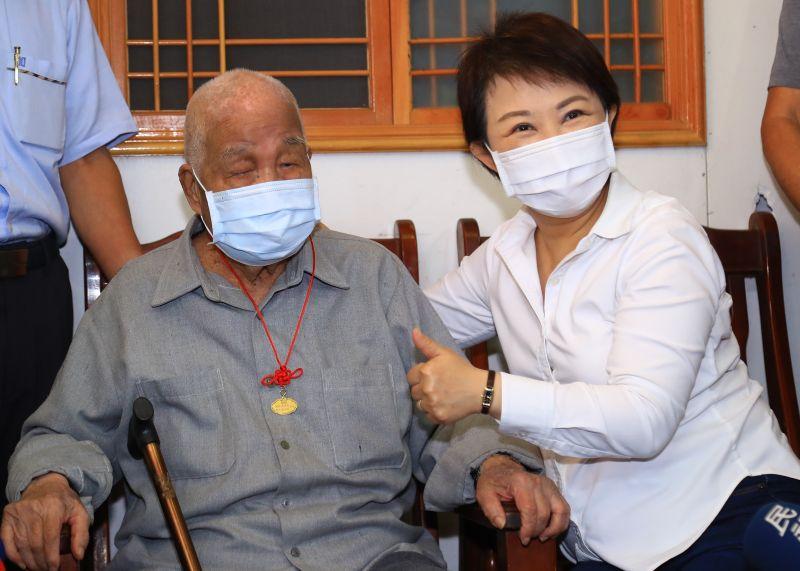 百歲人瑞廖瑞陽話長壽    心情好比什麼都重要