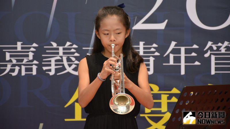 ▲演出胡梅爾降E大調小號協奏曲,第一樂章的游舒涵。(圖/記者郭政隆攝影2020.10.19)