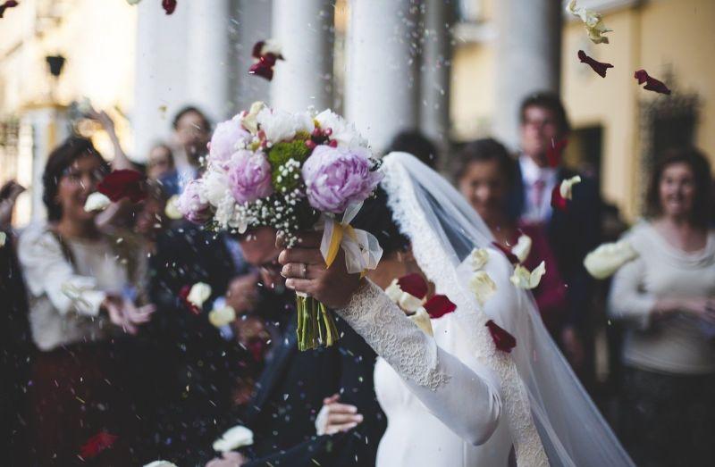 國中同學邀婚禮!新娘「提問」她卻氣炸 全場一聽狂搖頭