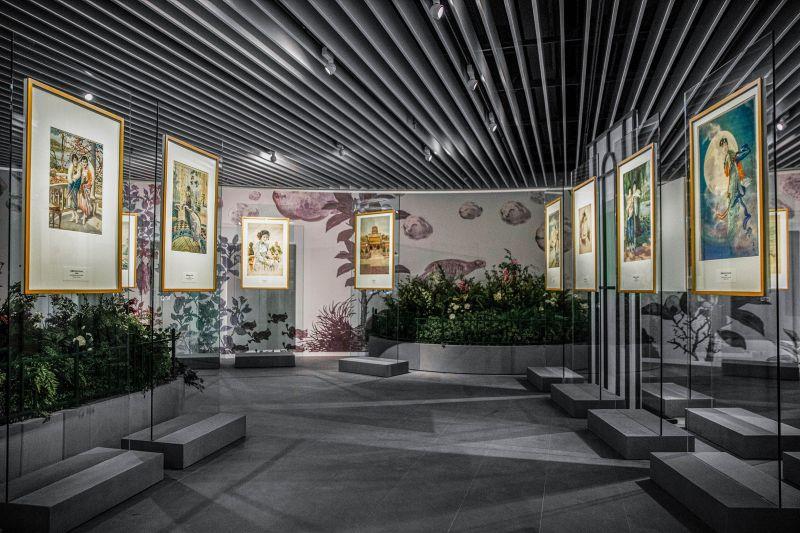 ▲張信哲策畫的展覽中,有一區為月分牌展區。(圖/潮水音樂提供)