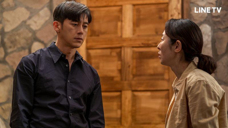 ▲劇中,高洙(左)和媽媽時隔27年重逢,卻已相隔兩個世界。(圖/LINE TV)