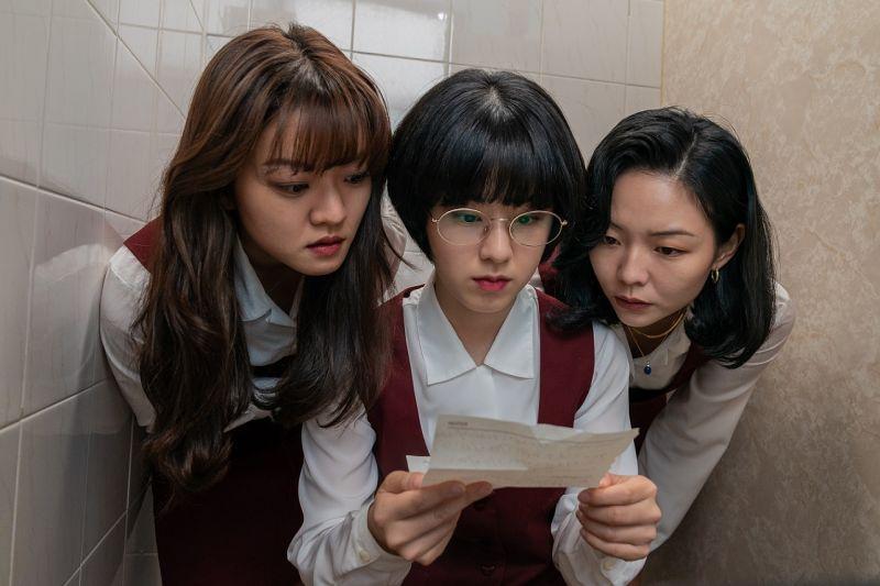 ▲高我星(左起)、朴惠秀、李絮片中英文不好。(圖/車庫娛樂)
