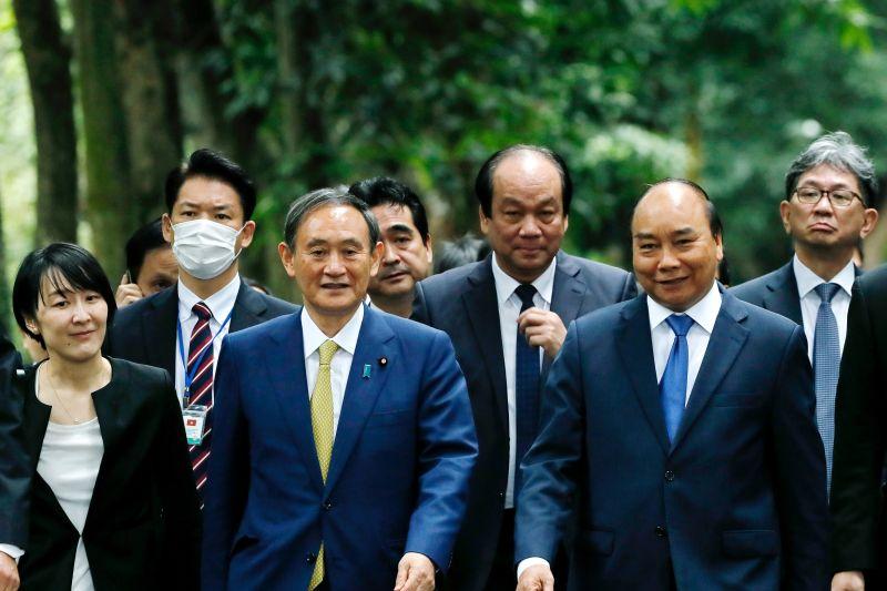 菅義偉越南演講 暗批中國將南海軍事據點化
