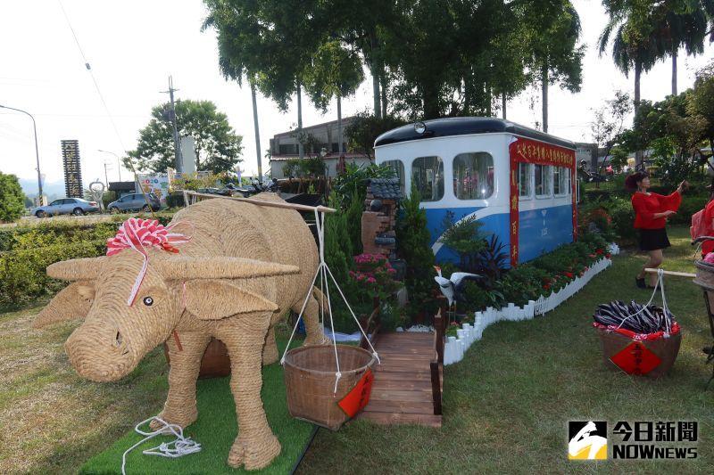 ▲早期鐵路火車與傳統農具展示。(圖/記者陳雅芳攝,2020.10.20)