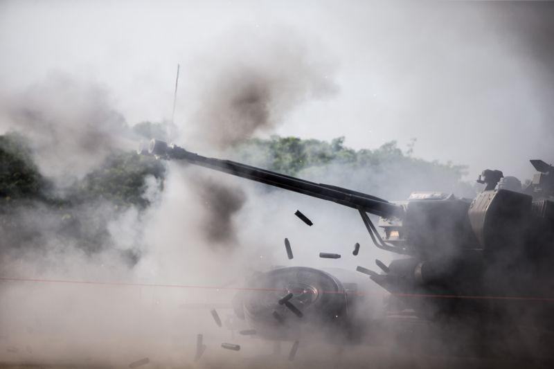 ▲空軍防空暨飛彈指揮部射擊競賽,官兵操作35快砲戮力爭取單位榮譽。(圖/軍聞社提供)
