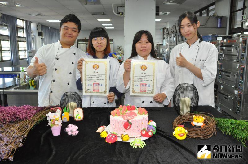 ▲榮獲金牌的同學為陳維祥(由左至右)、林心如、張嘉晅、廖怡瑛。(圖/記者陳雅芳攝,2020.10.20)