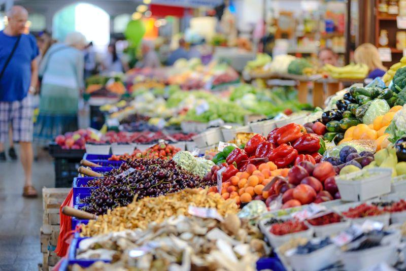 ▲人妻在菜市場遇熱情菜販送蔥,旁邊大媽卻出口開搶,(示意圖/翻攝自《pexels》 )