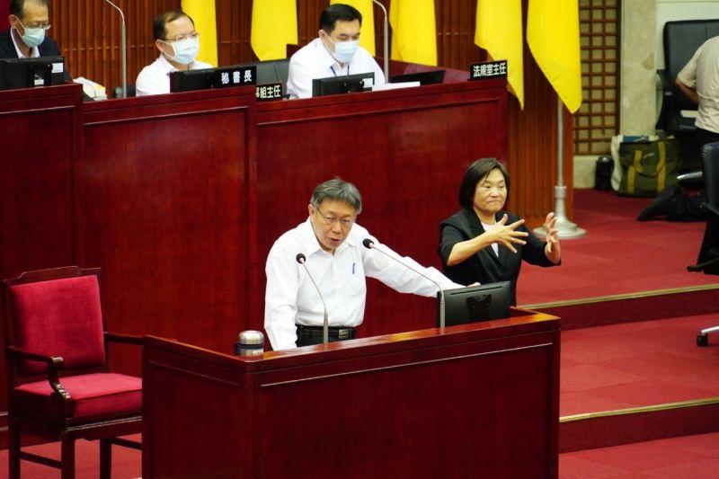 台北市長柯文哲21日在預算報告後接受議員質詢時,表示捷運環狀線,雙北之間討論很難有結果,因為都是「本位主義」,還是有賴交通部一同協調。