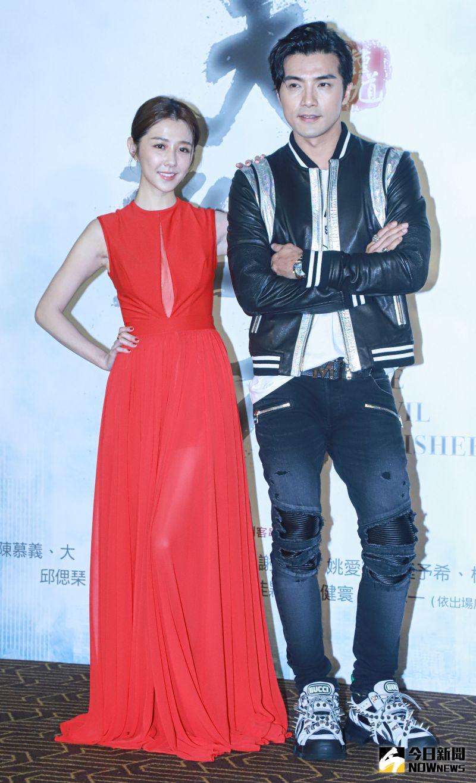 ▲邵雨薇(左)、賀軍翔(右)出席《天巡者》首映會。(圖/記者葉政勳攝