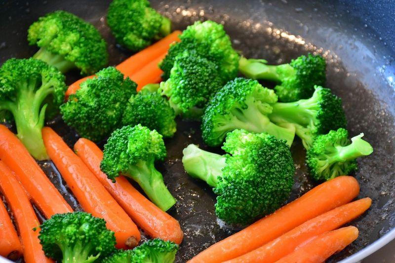 他點「8色<b>蔬菜</b>小盤」嫌份量超少!老饕反狂讚:划算到哭