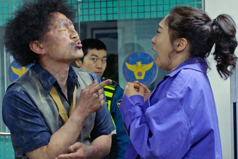 ▲李美到(右)是梁東根的粉絲,靠作品與對方當「情侶」。(圖/采昌)