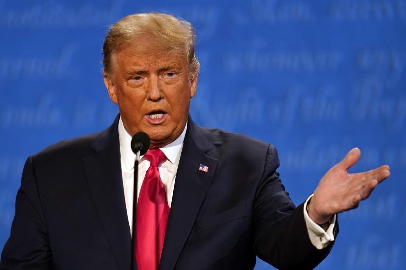 ▲在最終場總統候選人辯論上,川普強調歐巴馬健保並不好,應該取消。(圖/美聯社/達志影像)