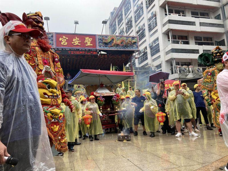 蘭陽媽祖大遶境雨中進行 信眾熱情不減