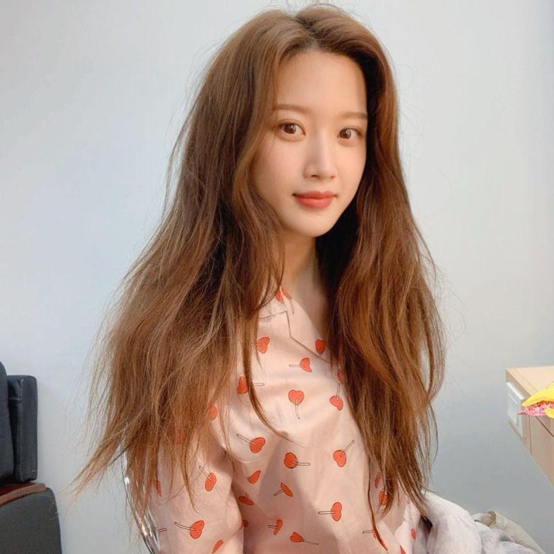 ▲▼文佳煐(上圖,下圖右)天生麗質,刻意扮醜仍然美。(圖/翻攝Naver、文佳煐