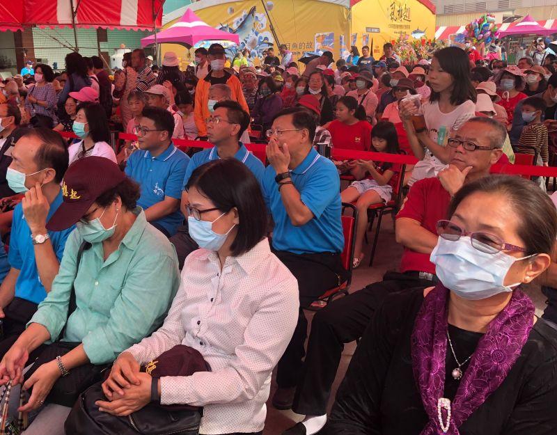 ▲彌陀港虱目魚文化節活動,吸引許多民眾前往參觀。(圖/記者黃守作攝,2020.10.24)