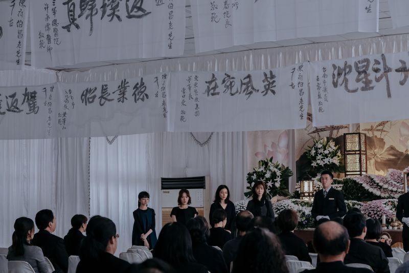 4女星告別式「哭到崩潰」 徐若瑄直呼好可怕!
