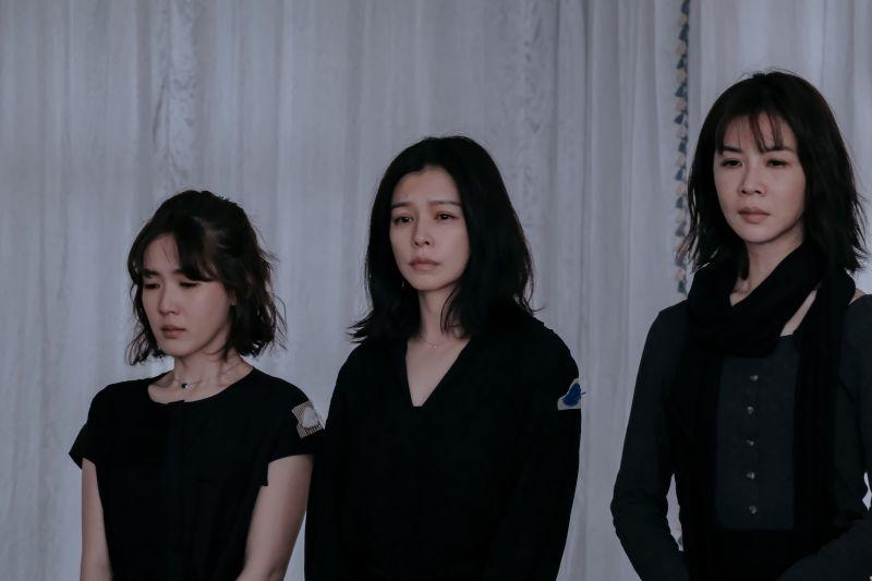 ▲徐若瑄(中)心疼孫可芳(左)。(圖/威視)