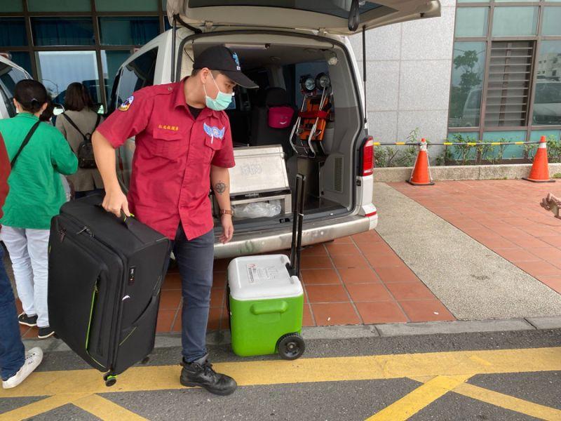 工安意外身故的林姓民眾大愛捐出器官遺愛人間,由救護車火速送台北