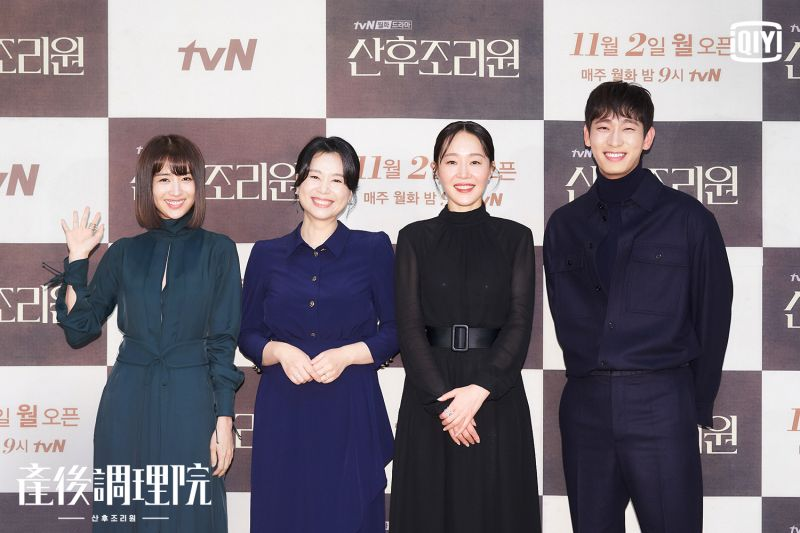 ▲朴河宣(左起)張慧珍、嚴志媛、尹博出席記者會。(圖/愛奇藝海外站)