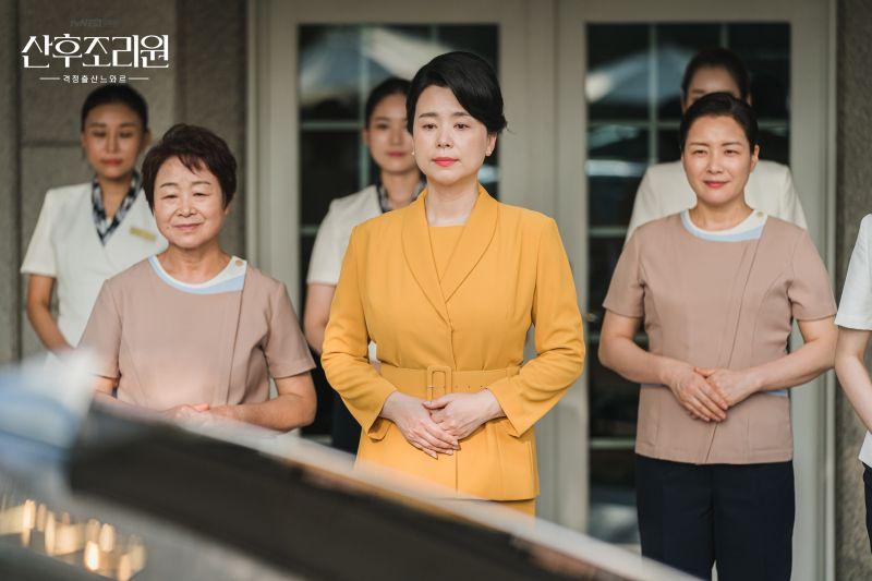 ▲劇中,張慧珍(中)是月子中心院長。(圖/tvN)