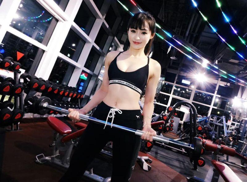 ▲Becky分享健力照,好身材成焦點。(圖/傅靖瑜臉書)