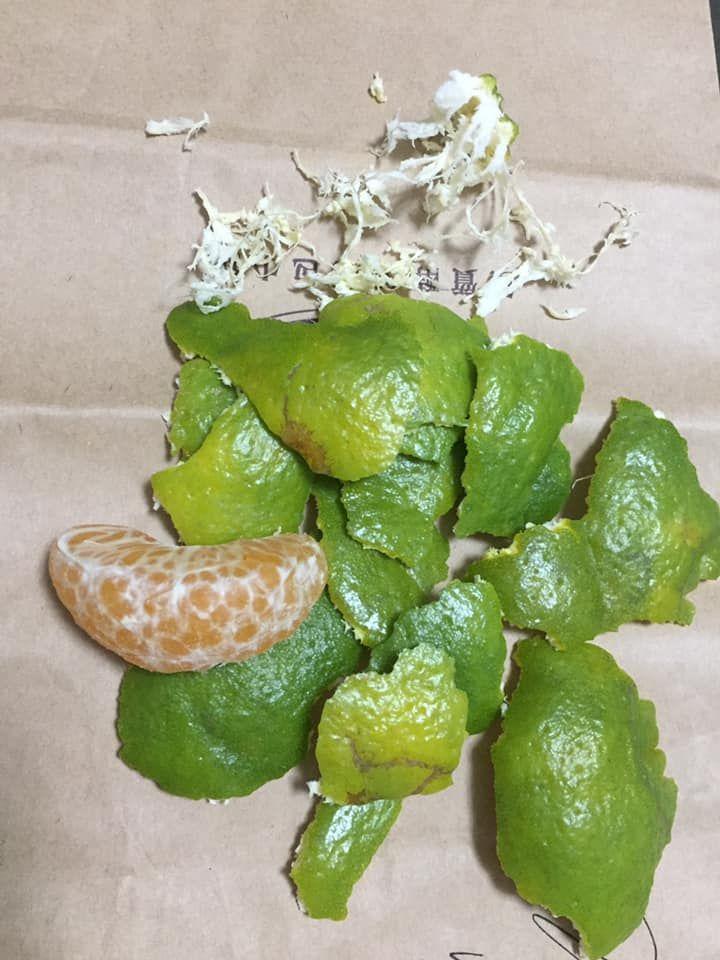 ▲網友表示自己吃橘子的時候都會將上面的白絲拔掉。(圖/取自爆廢1公社臉書)