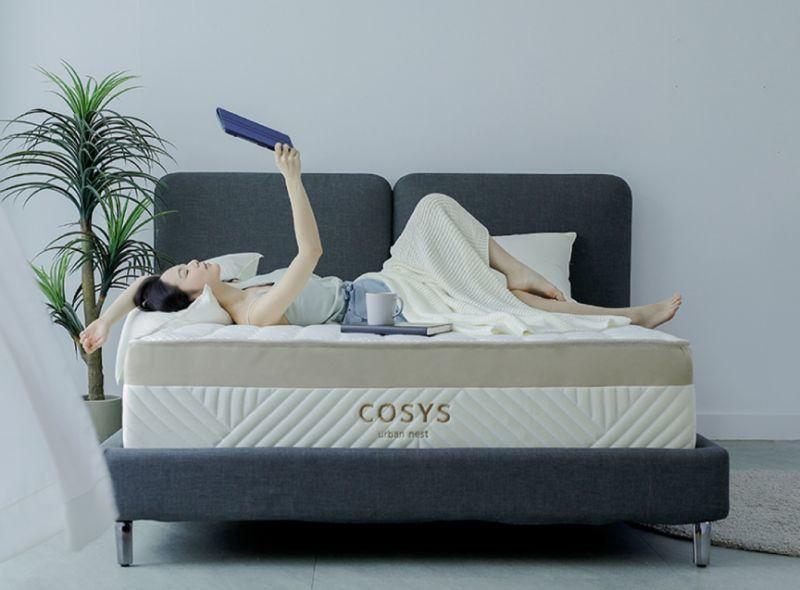 ▲COSYS選用100%天絲加100%有機棉為表布,並獨家研發適合台灣氣候的恆溫記憶棉「Cosyscloudy」,能全面貼合人體曲線,釋放壓力。(圖/品牌提供)