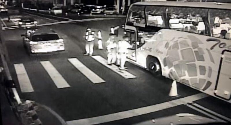 <b>遊覽車</b>駕駛不滿交通疏導管制 辱罵員警涉妨礙公務送辦