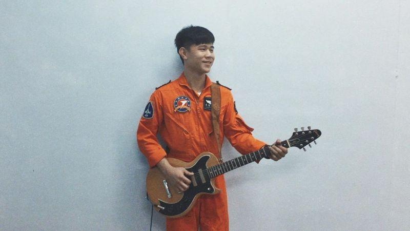 F-5E戰機駕駛朱冠甍落海殉職!生前是空軍「虎團」吉他手