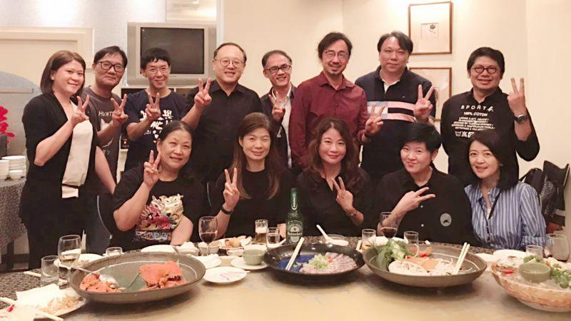 ▲副市長史哲代表市長陳其邁於紅毛港海鮮餐廳,設席感謝第二屆董事會新任董事們。(圖/高流中心提供)