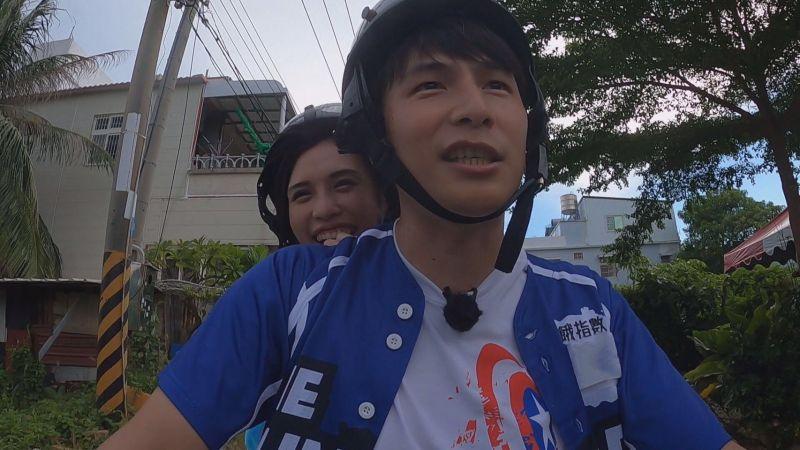 ▲夏宇童(左)、孫協志甜遊小琉球。(圖/中視提供)