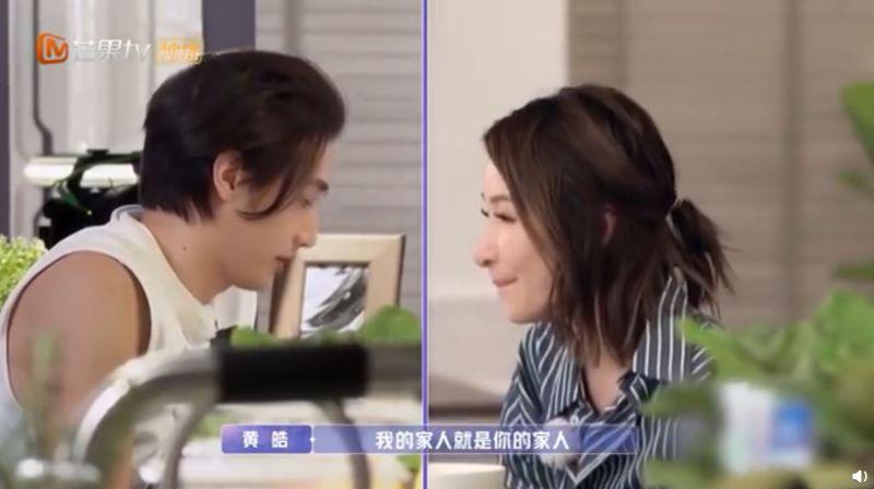 ▲黃皓(左)承諾蕭亞軒:我的家人就是你的家人。(圖/翻攝芒果TV微博)