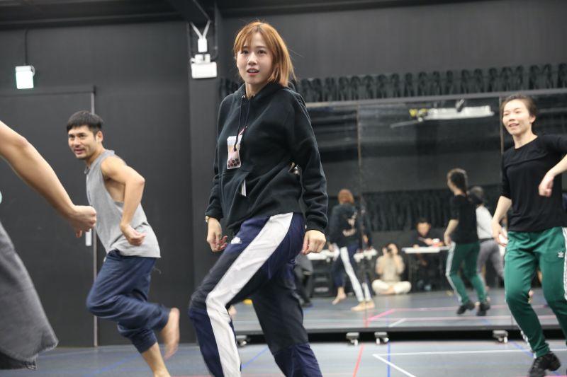 ▲方志友在《妖怪臺灣》有舞蹈動作。(圖