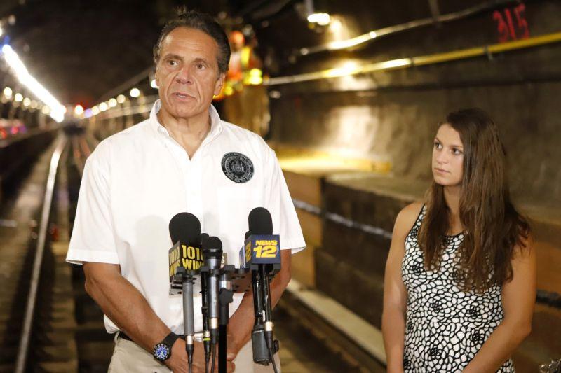 ▲紐約州長古莫(Kennedy-Cuomo)與他的女兒卡拉(Cara