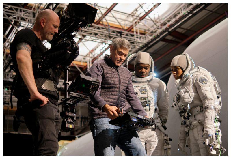 ▲喬治克隆尼(左)自導自演《永夜漂流》。(圖/Netflix)