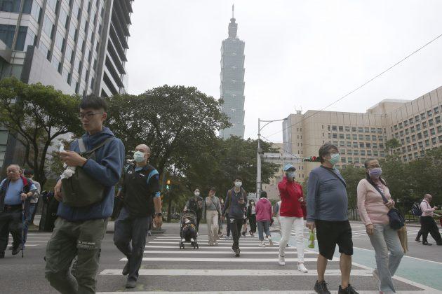 ▲雖然台灣已連續兩百天沒有境內案例,但仍舊鼓勵外出時配戴口罩。(圖/取自美聯社)