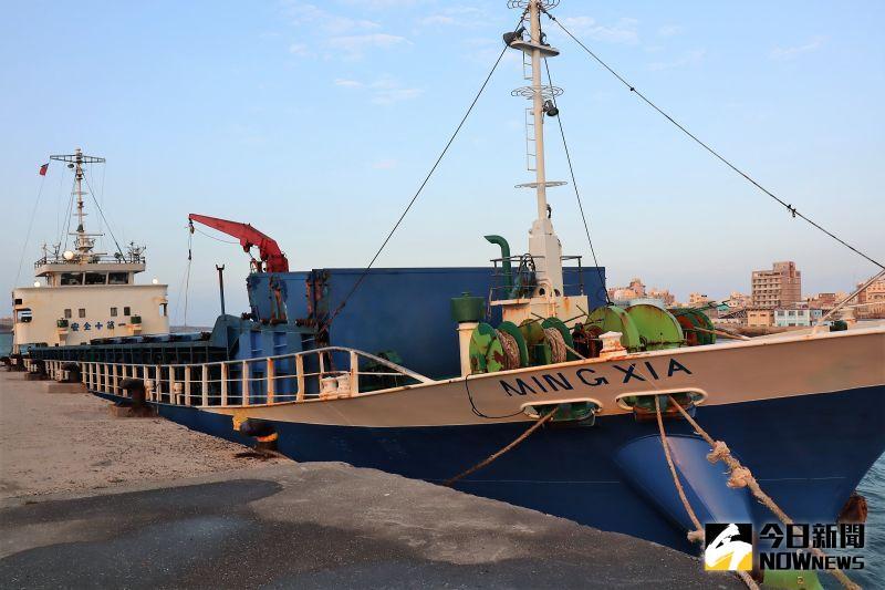 膽大妄為?陸船跑到澎湖鎖港海邊走私市價9000萬香菸