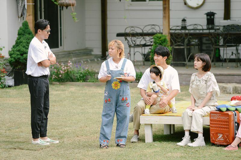 ▲李瑞鎮(左起)、朴娜勑、李昇基、庭沼珉主持《小森林》。(圖/中天提供)