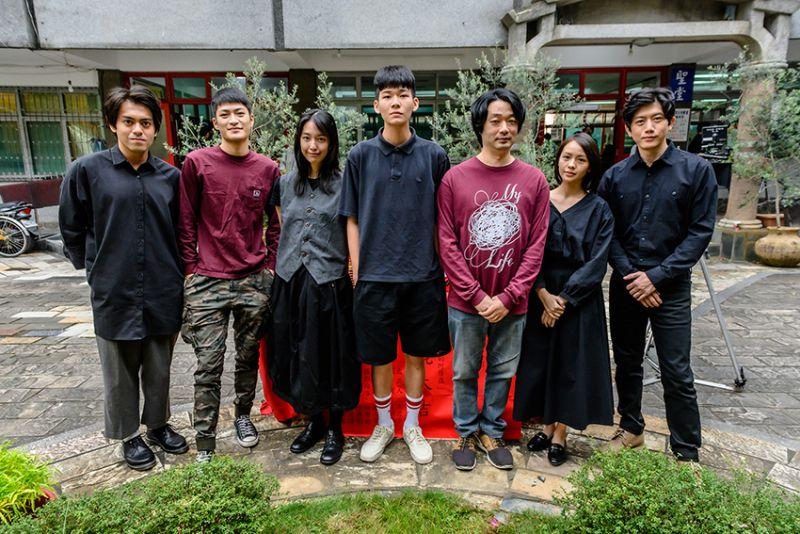 ▲(左起)賴澔哲、潘綱大、王渝萱、黃聖球、導演樓一安、黃姵嘉、莫子儀參加電影開鏡儀式。(圖/內容物數位電影)