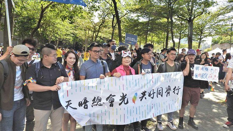 跨出一步!國民黨青年團出席<b>同志</b>遊行 葉毓蘭四叉貓相挺