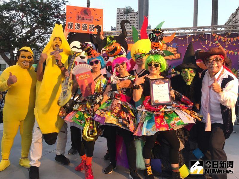 ▲東海藝術街商家聯手搞怪,繽紛色彩與多變造型洋溢萬聖節氛圍,摘下「變裝王」贏得5萬獎金。(圖/記者金武鳳攝,2020.10.31)