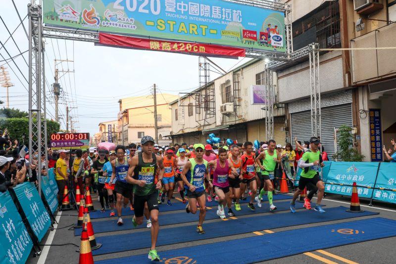 台中國際馬拉松 吸引1萬2仟名跑者參賽