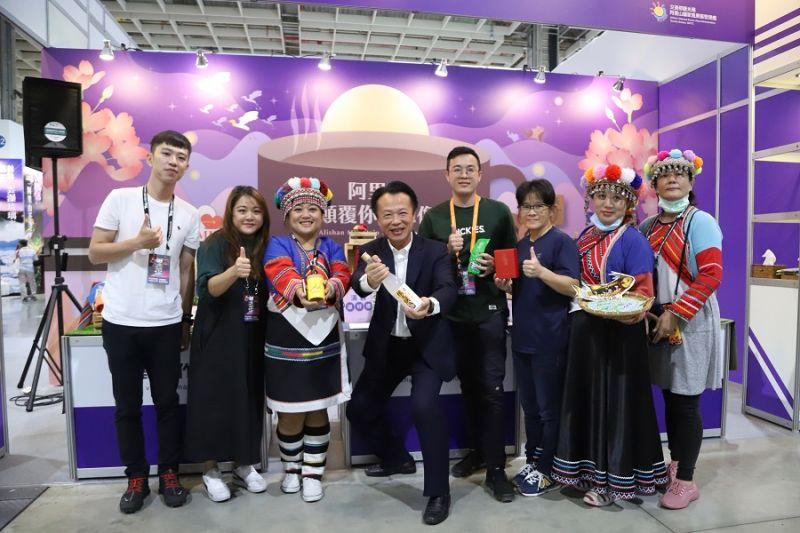 ▲翁章梁到台北旅展推觀光、賣特產。(圖/嘉義縣政府提供)