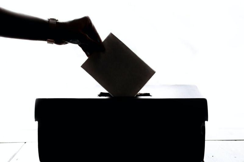 ▲原PO說明,美國國會為了避免造成選民不得不在星期日上路,才選擇星期二。(示意圖/翻攝自《pixabay》